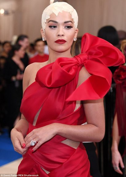 3FD4146100000578-0-That_what_makes_her_bow_tiful_Rita_Ora_wears_unusual_cropped_blo-m-4_1493688106676