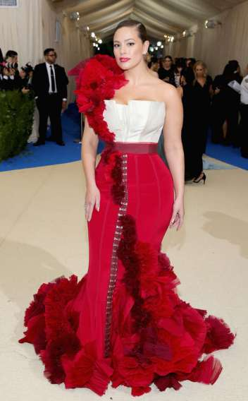 rs_634x1024-170501170257-634-met-gala-2017-arrivals--ashley-graham